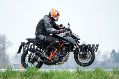 051716-spy-photos-KTM-1290-Super-Duke-Update-06-633x422.jpg
