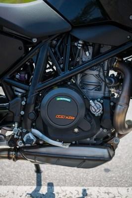 2016-KTM-690-Duke-update-04.jpg