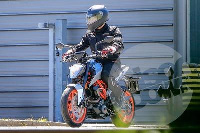 2017-7-KTM-125-390-Duke.jpg